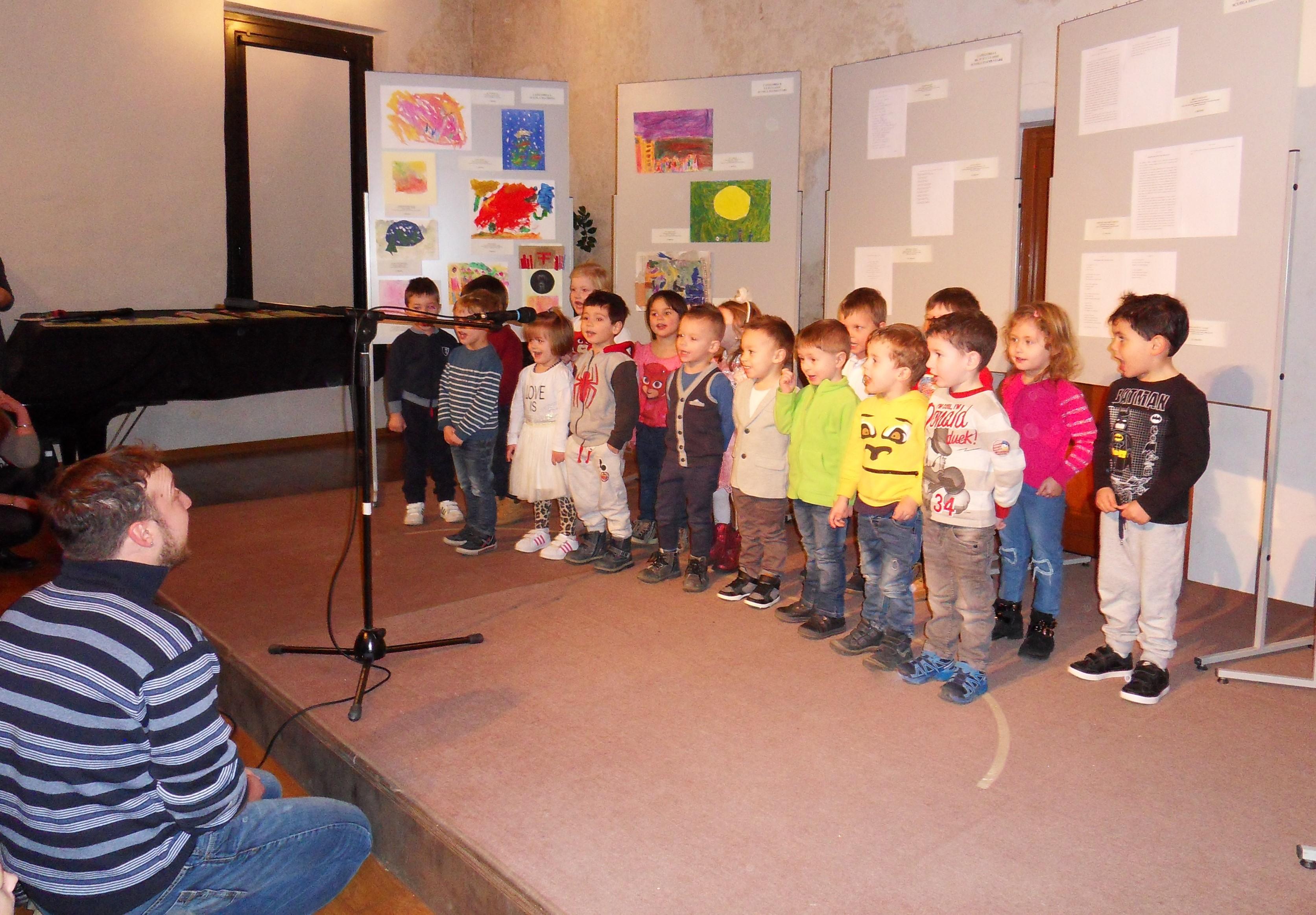 esibizione dei bambini dell'Aquilone