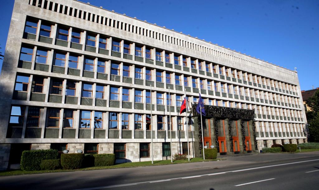 La presidente della camera laura boldrini in slovenia il for Parlamento ieri