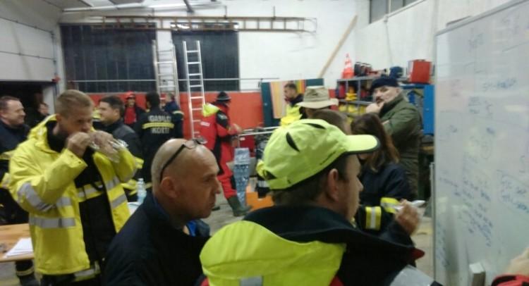 Le squadre di soccorso domenica notte