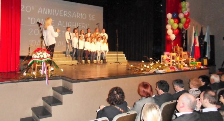 Esibizione degli alunni della SE Dante Alighieri