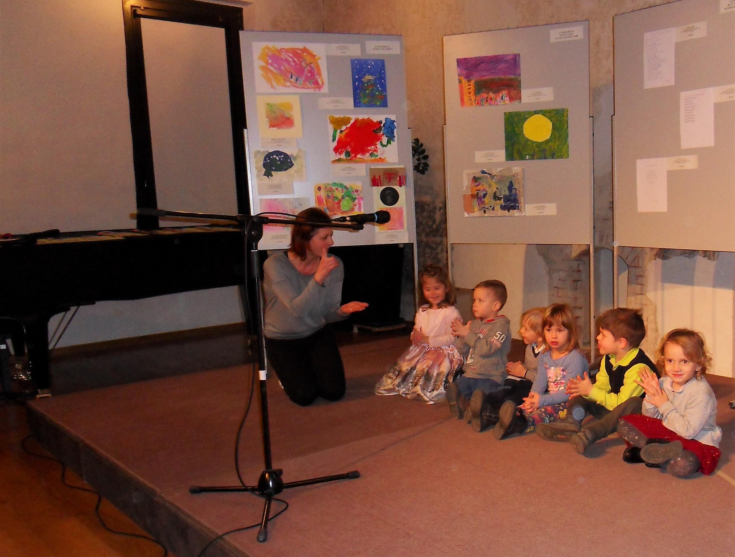 esibizione dei bambini della scuola materna L'aquilone