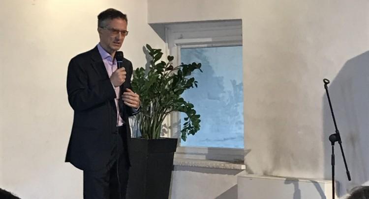 Felice Žiža presentando il proprio programma politico e1526558380777